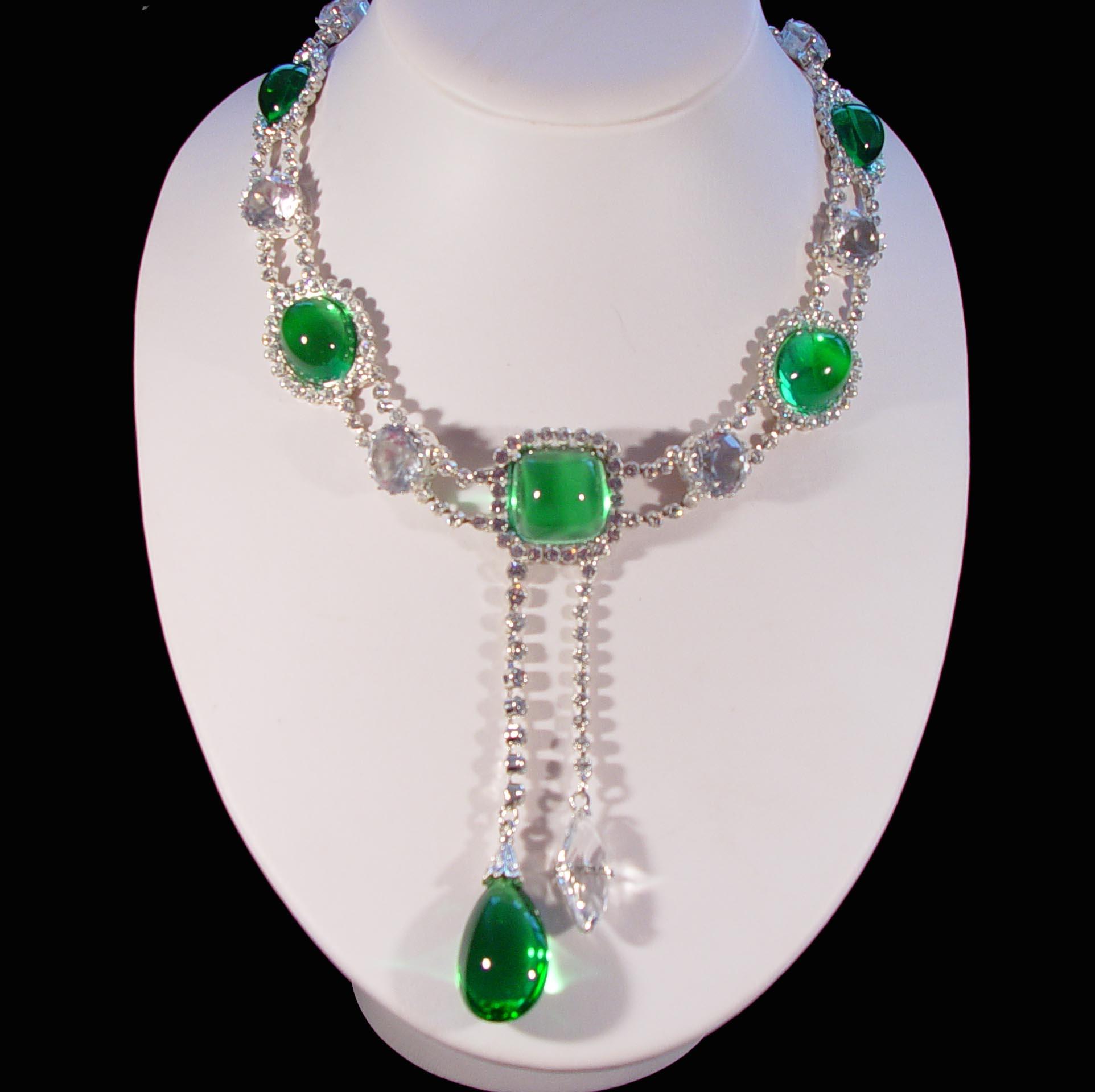 Queen's necklaces – Royal Exhibitions