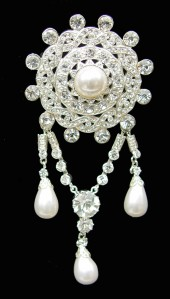 71014 Victorian diamond pearl brooch