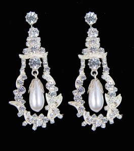 Queen Mary's pendant earrings